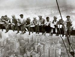 Блогер Николай Григорьев рассказал о том, как работают и сколько получают за свой труд строители в США