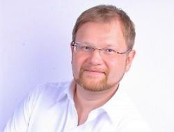 Чтобы помочь строителям, гендиректор СРО Союз «УОС» Сергей Ренжин готов… вернуть им их взносы!