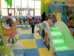 Минстрой поручил проверить соблюдение норм размещения детских комнат в торговых центрах