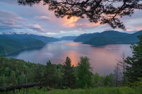 Дмитрий Медведев подписал распоряжение о выделении денег Минстрою на реконструкцию набережных Телецкого озера