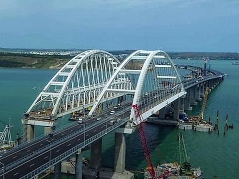Движение по Крымскому мосту начнётся на полгода раньше предусмотренного госконтрактом срока!