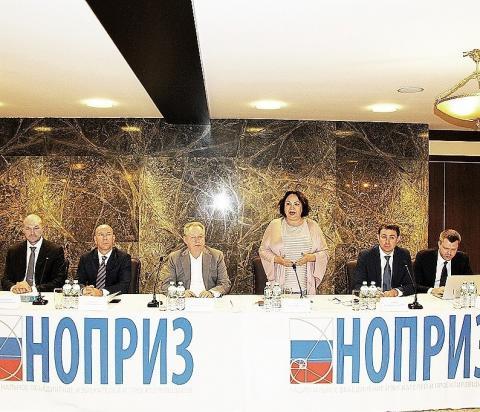 На оперативном совещании в НОПРИЗ подводили итоги конкурса и работы по НРС, обсуждали встречу с министром и важнейший законопроект