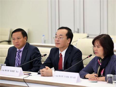 Владимир Якушев и Фам Хонг Ха обсудили двустороннее сотрудничество России и Вьетнама в сфере строительства и ЖКХ