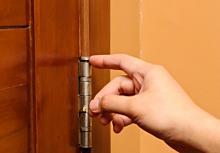 Что делать, если скрипит дверь